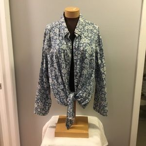 🎈🎈Seven 7 luxe blue white floral button down